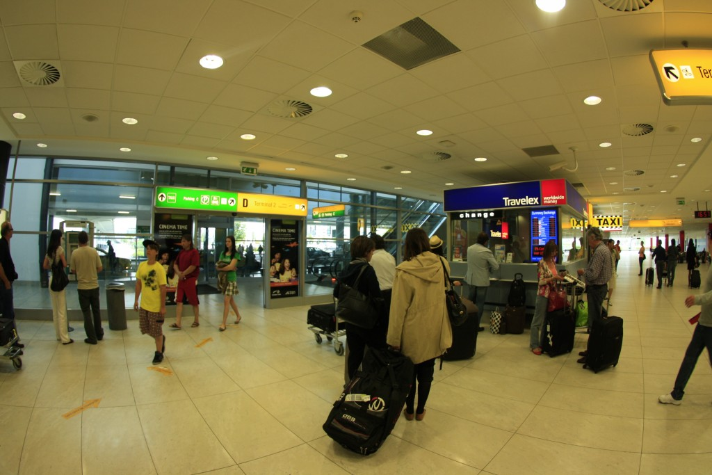 выход из Терминала 2