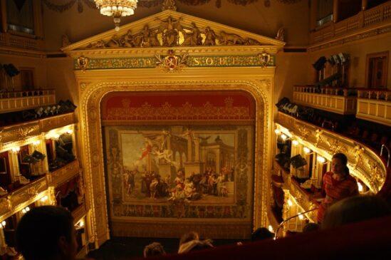 Экскурсия в Национальный театр в Праге