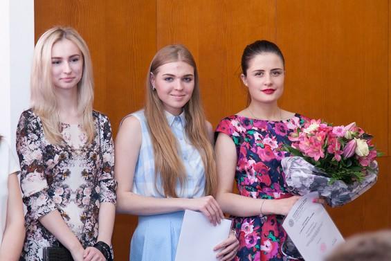 """Вручение сертификатов центра Карлова университета """"Кристалл"""" в 2015 году"""